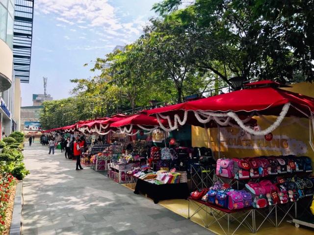 Top 3 địa điểm hot nhất dịp Giáng Sinh năm nay ở Hà Nội - Ảnh 3.