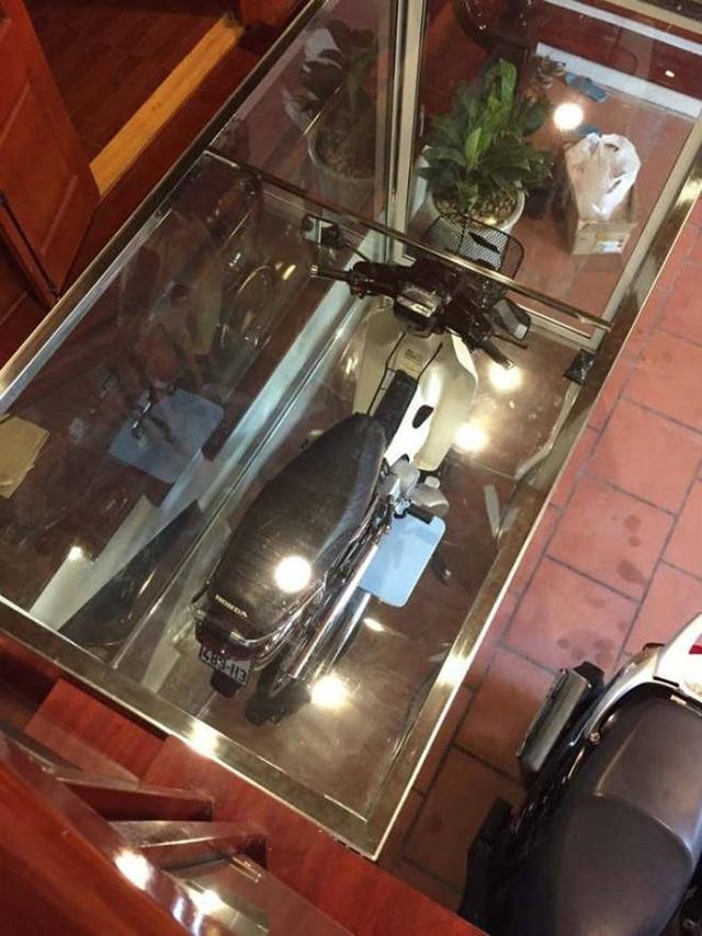Honda Dream 1995 nhốt trong tủ kính, giá 8 cây vàng - Ảnh 10.