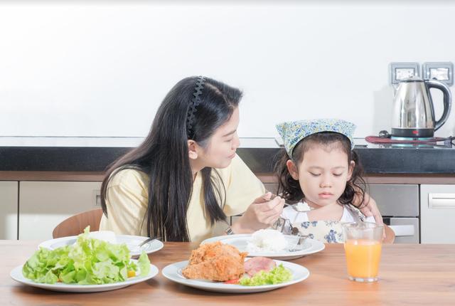 Chuyên gia nói gì về dinh dưỡng cho trẻ thấp còi? - Ảnh 1.