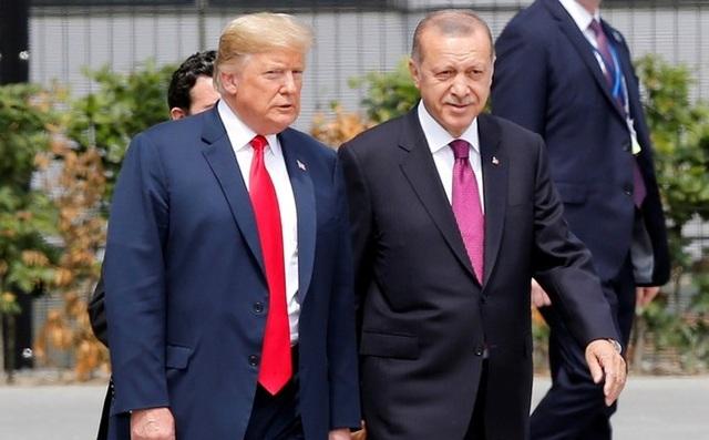 Cú điện thoại có thể đã khiến ông Trump quyết định rút quân khỏi Syria - Ảnh 1.