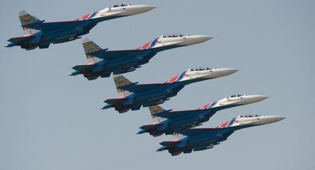 Nga đưa hàng loạt máy bay chiến đấu tới Crimea giữa lúc căng thẳng với Ukraine - Ảnh 1.
