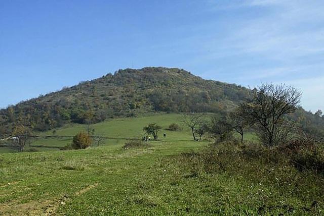 Kim tự tháp ở Bosnia: Nền văn minh cổ đại tiếp nhận từ người ngoài hành tinh? - Ảnh 2.