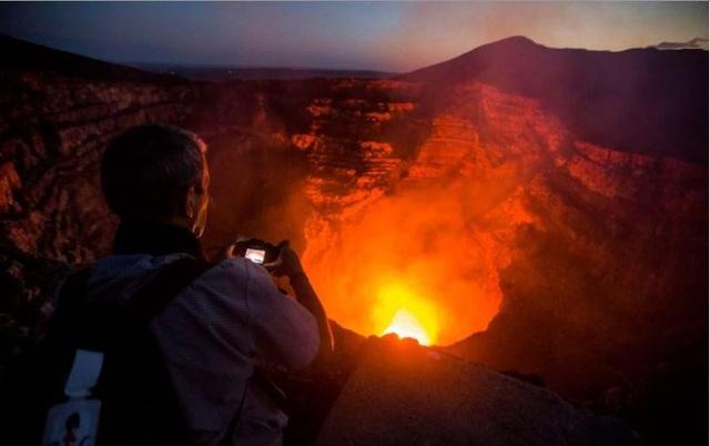 """Hiện tượng """"du lịch núi lửa""""- một trò chơi mạo hiểm! - Ảnh 1."""
