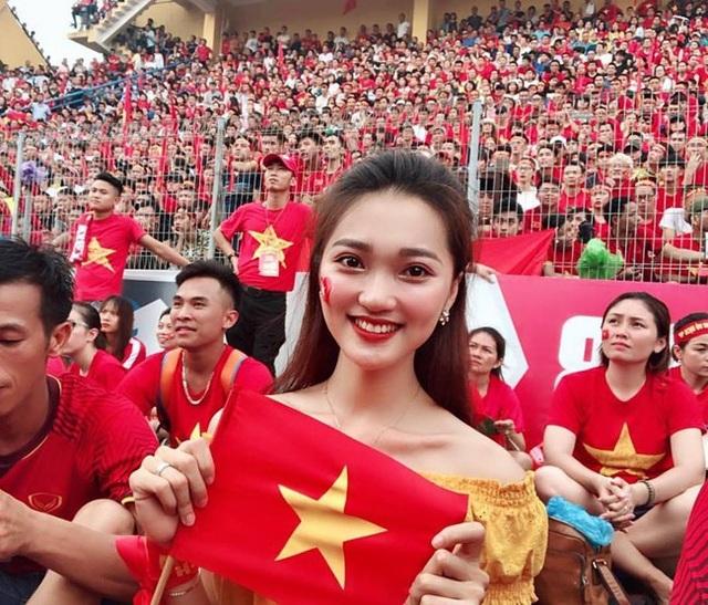 Hội bạn gái tin đồn cứ lộ diện là gây sốt của tuyển Việt Nam - Ảnh 6.