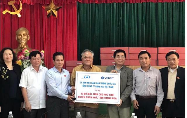 Tặng 30 bộ máy tính cho trường học miền núi Thanh Hoá phát sinh nghèo vì mưa lũ - Ảnh 1.