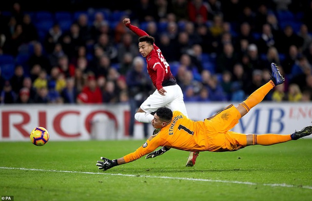 Cardiff 1-5 Man Utd: Khởi đầu suôn sẻ cho HLV Solskjaer - Ảnh 5.