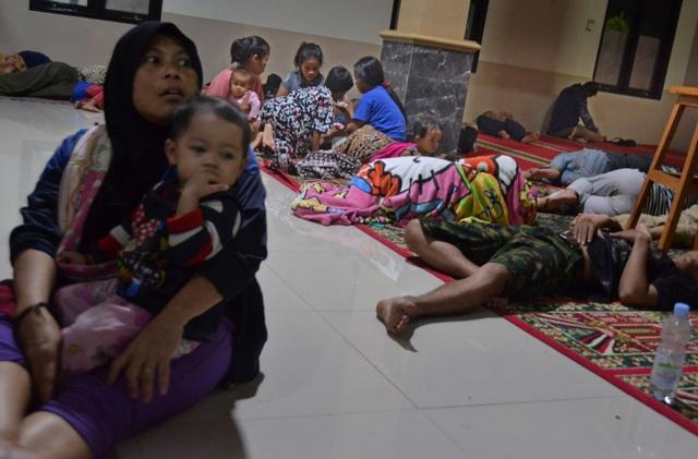 Sóng thần tấn công Indonesia, ít nhất 62 người chết - Ảnh 5.