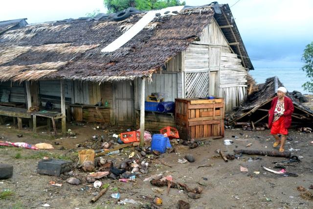 Cảnh tượng tan hoang tại Indonesia sau trận sóng thần khiến 62 người chết - Ảnh 14.
