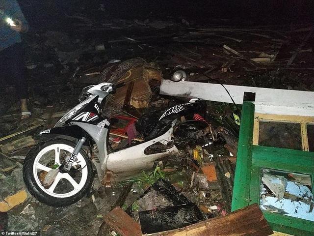 Sóng thần tấn công Indonesia, ít nhất 62 người chết - Ảnh 8.