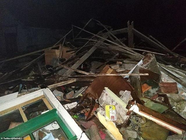 Sóng thần tấn công Indonesia, ít nhất 62 người chết - Ảnh 10.