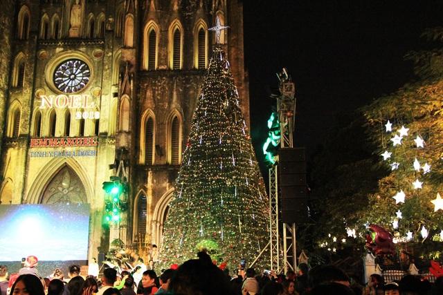 Không khí vui chơi Noel rộn ràng cả nước - Ảnh 4.