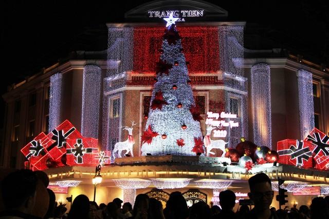 Không khí vui chơi Noel rộn ràng cả nước - Ảnh 5.
