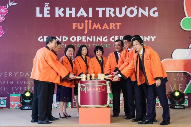 Tập đoàn BRG (Việt Nam) và Tập đoàn Sumitomo (Nhật Bản) khai trương siêu thị đầu tiên tại Việt Nam mang tên FujiMart - Ảnh 2.