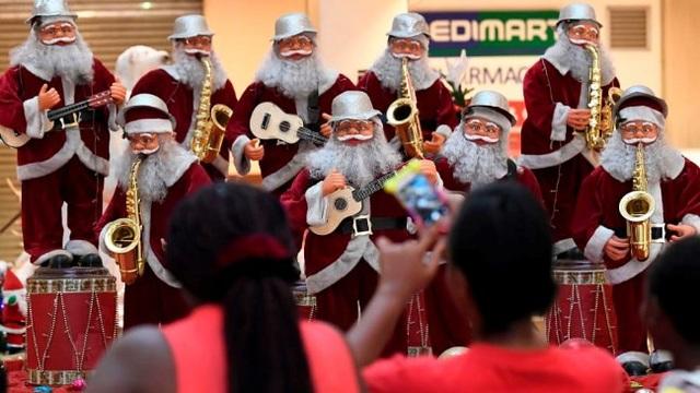 Rực rỡ sắc màu Giáng sinh trên khắp thế giới - Ảnh 11.