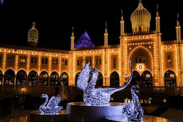 Rực rỡ sắc màu Giáng sinh trên khắp thế giới - Ảnh 3.