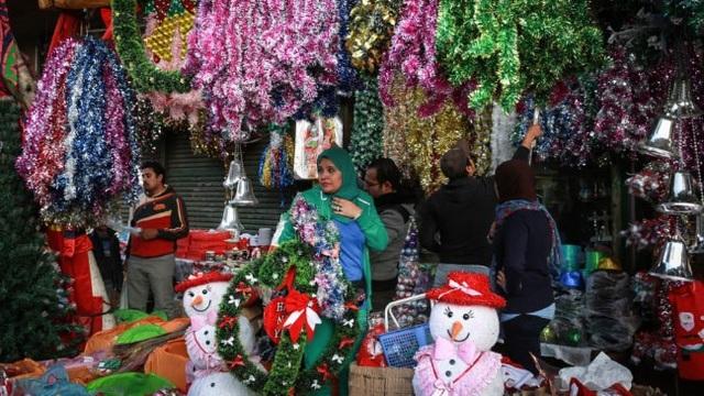 Rực rỡ sắc màu Giáng sinh trên khắp thế giới - Ảnh 4.