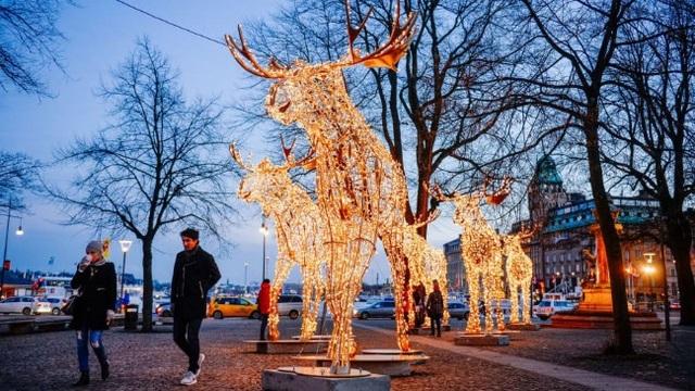 Rực rỡ sắc màu Giáng sinh trên khắp thế giới - Ảnh 5.
