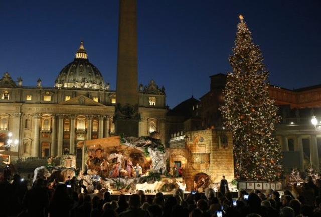 Rực rỡ sắc màu Giáng sinh trên khắp thế giới - Ảnh 10.