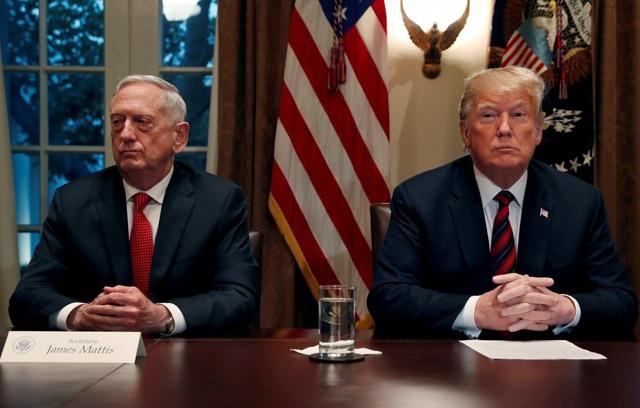 Nổi giận vì thư từ chức, ông Trump buộc Bộ trưởng Quốc phòng thôi việc ngay lập tức - Ảnh 1.