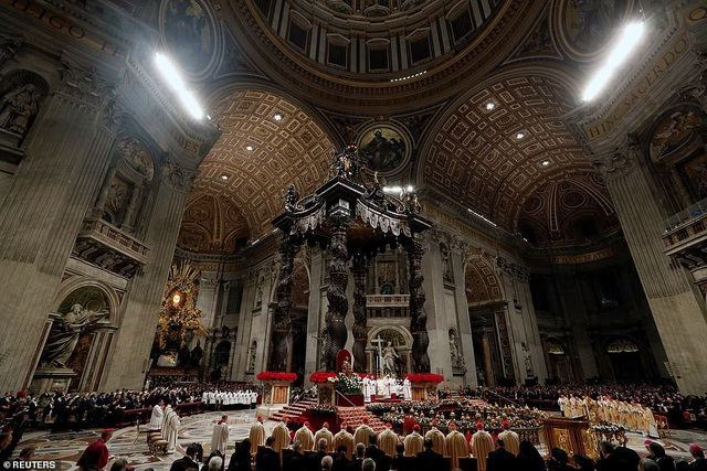 Giáo hoàng kêu gọi mọi người sống cuộc sống đơn giản, bớt vật chất - Ảnh 4.