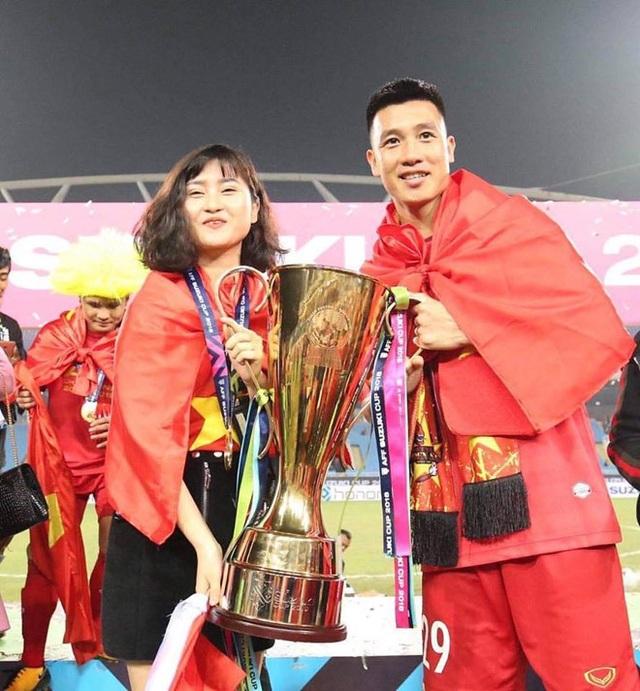 Tiền vệ Huy Hùng - cầu thủ chăm khoe ảnh bạn gái nhất tuyển Việt Nam - Ảnh 1.