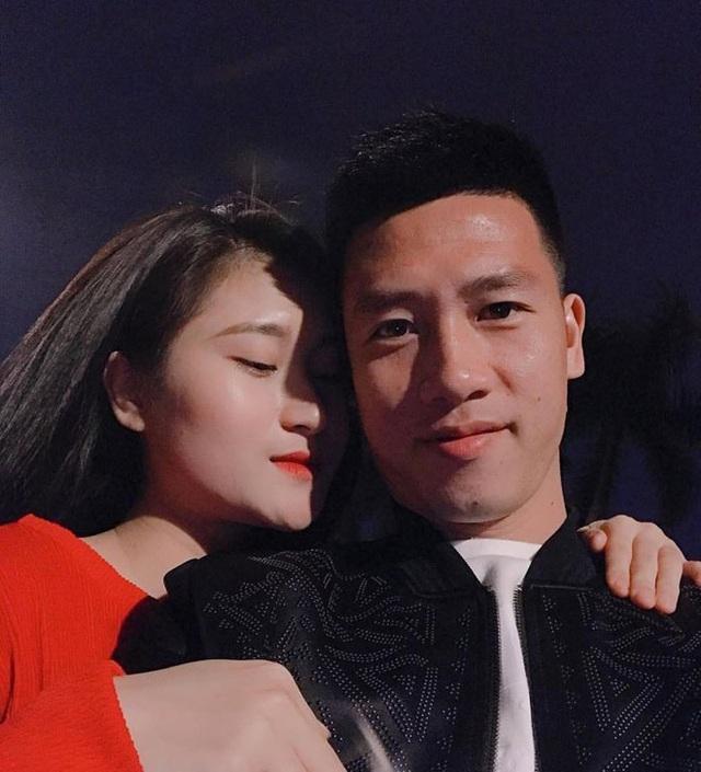 Tiền vệ Huy Hùng - cầu thủ chăm khoe ảnh bạn gái nhất tuyển Việt Nam - Ảnh 11.