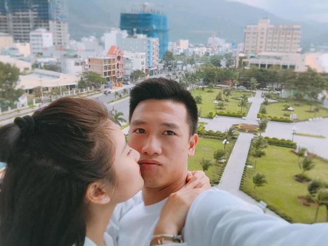 Tiền vệ Huy Hùng - cầu thủ chăm khoe ảnh bạn gái nhất tuyển Việt Nam - Ảnh 13.