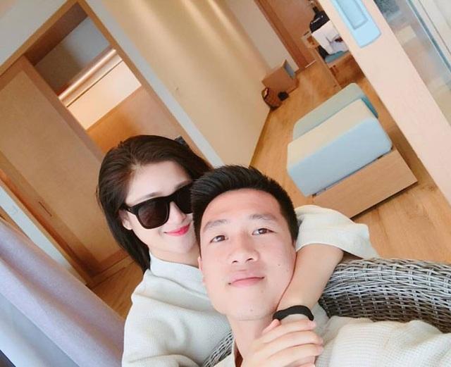 Tiền vệ Huy Hùng - cầu thủ chăm khoe ảnh bạn gái nhất tuyển Việt Nam - Ảnh 14.