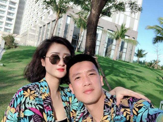 Tiền vệ Huy Hùng - cầu thủ chăm khoe ảnh bạn gái nhất tuyển Việt Nam - Ảnh 2.