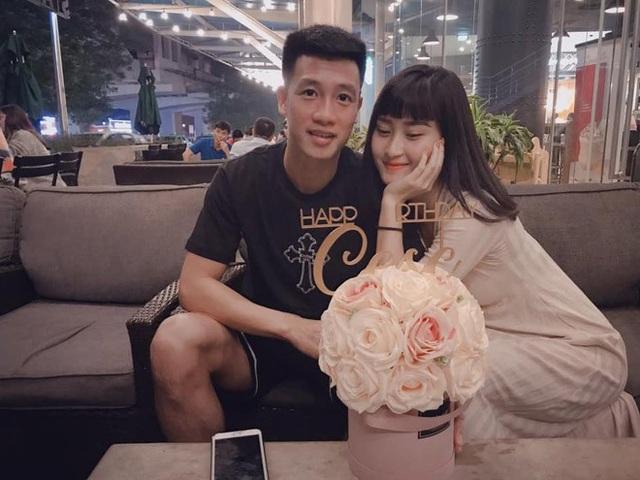 Tiền vệ Huy Hùng - cầu thủ chăm khoe ảnh bạn gái nhất tuyển Việt Nam - Ảnh 4.