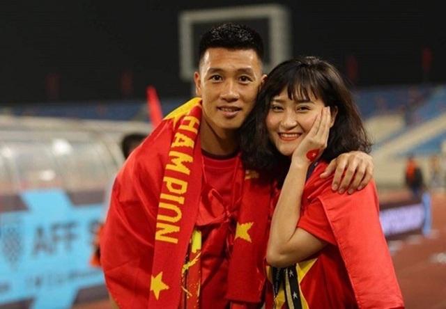 Tiền vệ Huy Hùng - cầu thủ chăm khoe ảnh bạn gái nhất tuyển Việt Nam - Ảnh 6.