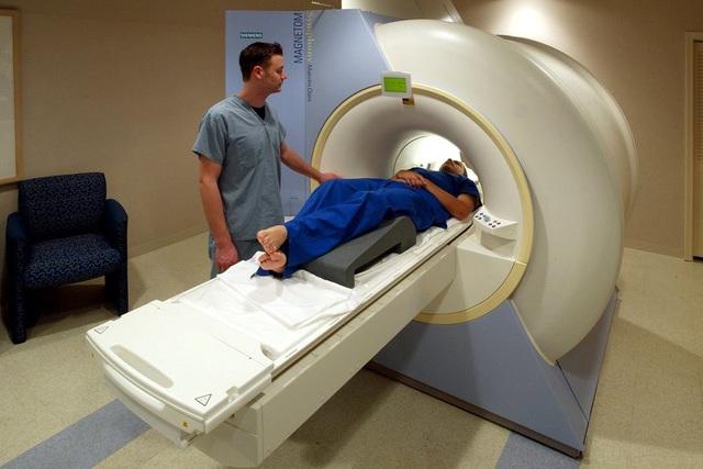 Có cần nhịn ăn khi chụp MRI? - Ảnh 1.