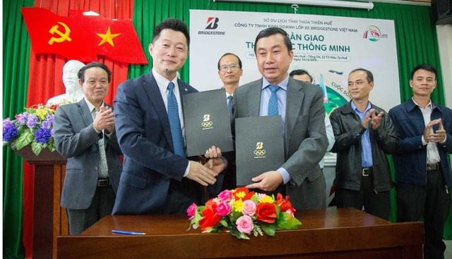 Bridgestone Việt Nam trao tặng 20 thùng rác thông minh cho thành phố Huế - Ảnh 1.