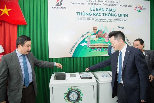 Bridgestone Việt Nam trao tặng 20 thùng rác thông minh cho thành phố Huế - Ảnh 2.