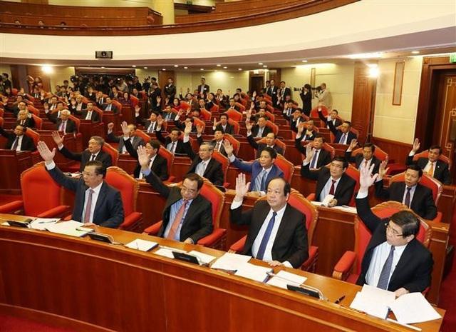 Bộ Chính trị giới thiệu hơn 200 nhân sự để Trung ương cho ý kiến - Ảnh 2.