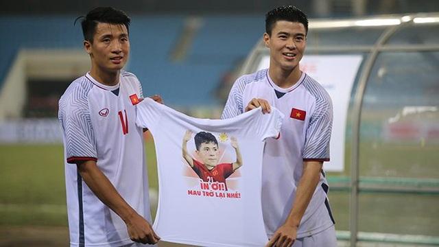 Các tuyển thủ Việt Nam tri ân Đình Trọng sau trận gặp Triều Tiên - Ảnh 1.