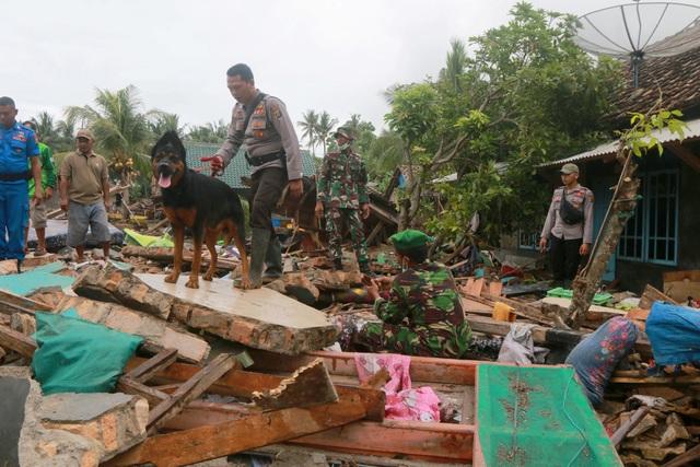 """Số người chết tăng, Indonesia gặp khó khăn chồng chất sau sóng thần """"quái vật"""" - Ảnh 4."""