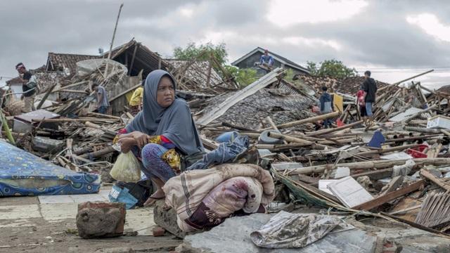 """Số người chết tăng, Indonesia gặp khó khăn chồng chất sau sóng thần """"quái vật"""" - Ảnh 2."""