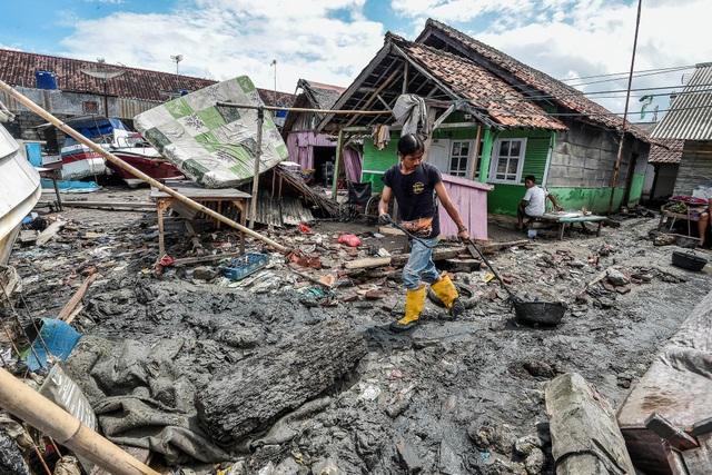 """Nhân chứng ám ảnh khoảnh khắc bị sóng thần """"nuốt chửng"""" tại Indonesia - Ảnh 6."""