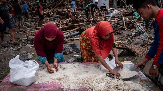 """Số người chết tăng, Indonesia gặp khó khăn chồng chất sau sóng thần """"quái vật"""" - Ảnh 6."""