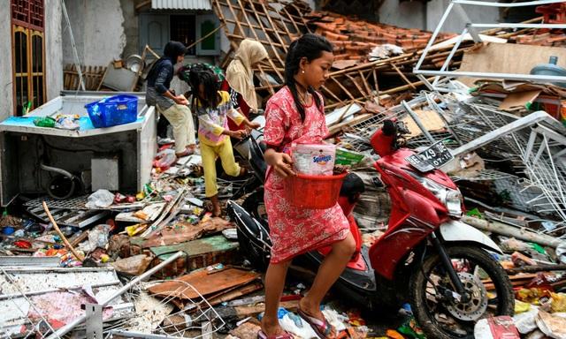"""Số người chết tăng, Indonesia gặp khó khăn chồng chất sau sóng thần """"quái vật"""" - Ảnh 5."""