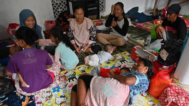 """Số người chết tăng, Indonesia gặp khó khăn chồng chất sau sóng thần """"quái vật"""" - Ảnh 3."""