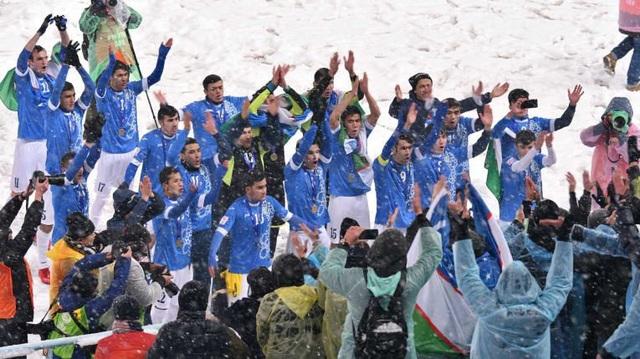 Uzbekistan chỉ giữ lại 5 cầu thủ từng vô địch U23 châu Á - Ảnh 1.