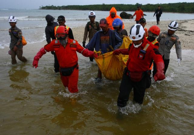 """Số người chết tăng, Indonesia gặp khó khăn chồng chất sau sóng thần """"quái vật"""" - Ảnh 7."""