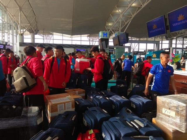 Đội tuyển Việt Nam lên đường sang Qatar, chuẩn bị cho Asian Cup 2019 - Ảnh 7.