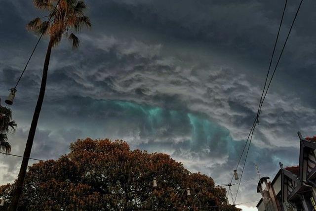 Ánh sáng xanh bí ẩn trong cơn dông ở Úc  - Ảnh 2.