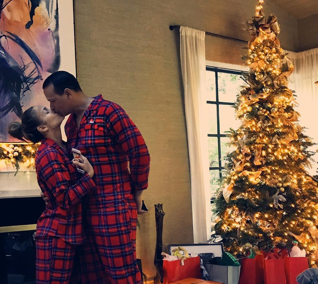 Giáng sinh ngọt ngào của Jennifer Lopez - Ảnh 2.
