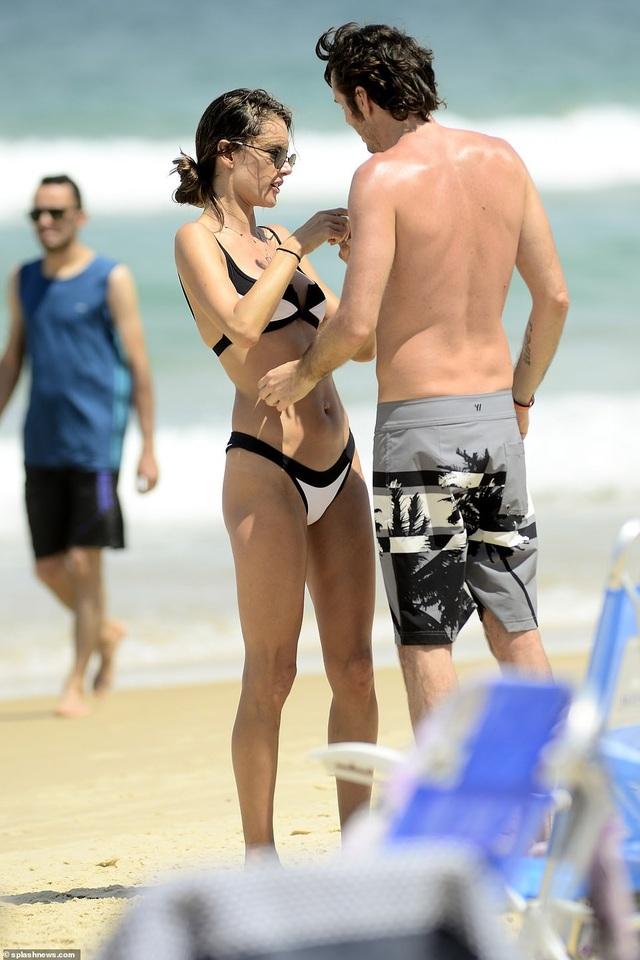 Alessandra Ambrosio quyến rũ bên bạn trai - Ảnh 2.