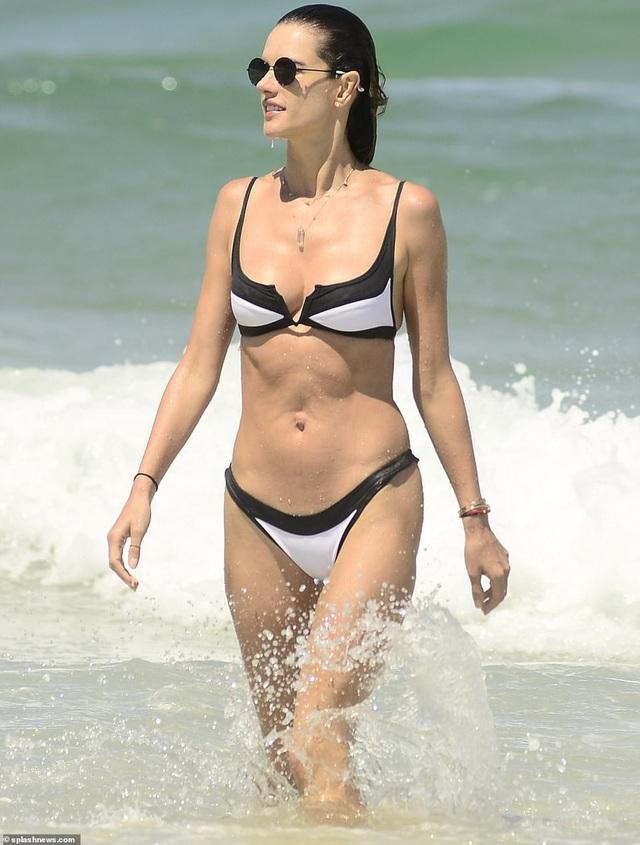 Alessandra Ambrosio quyến rũ bên bạn trai - Ảnh 7.