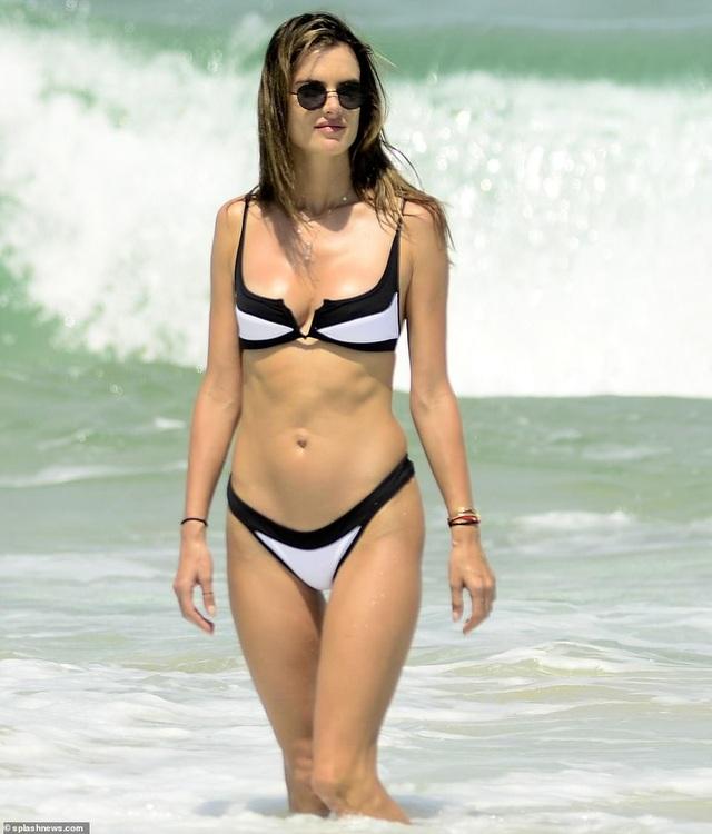 Alessandra Ambrosio quyến rũ bên bạn trai - Ảnh 9.